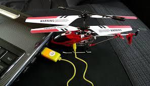 A beltéri helikoptert több módon feltölthetjük