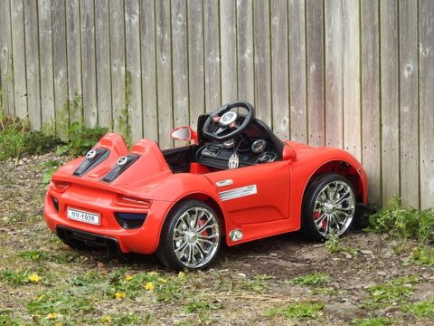 Piros kiskocsi