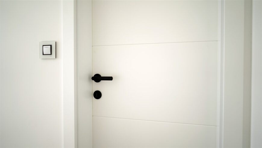 fehér ajtó